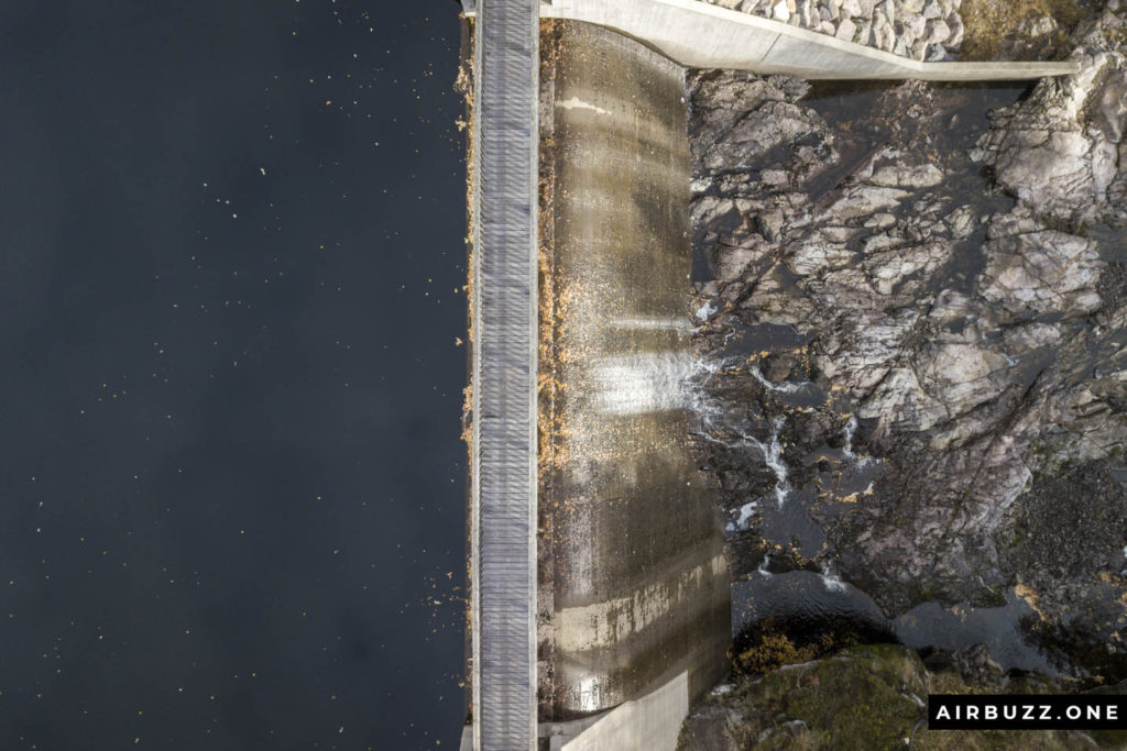 Wide opening in the dam at Svarten.